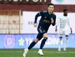 Mesut Ozil Bergabung ke Klub Sepak Bola Turki Fenerbahce dan Melakukan Debut Pertamanya di Super Lig Turki