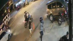 Pengunjung Warkop di Jl. Boulevard, Digegerkan dengan Sekelompok Pemuda yang Saling Serang