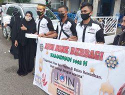 Jurnalis Online Indonesia (JOIN) DPD Bone, Berbagi Takjil Jelang Buka Puasa