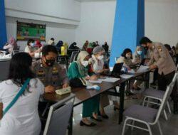 Sambut Hut Bhayangkara Ke-75, Kapolrestabes Pantau Vaksinasi Massal