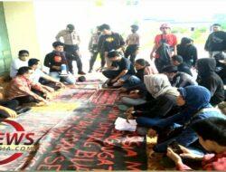 FM3 Gelar Aksi Demonstrasi Sambut Bupati Majene yang Baru Saja Dilantik